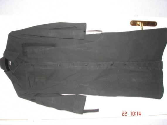 taille 40 comptoir des cotonniers : robe noire 8 € (pas de taches, reflet du flash !)