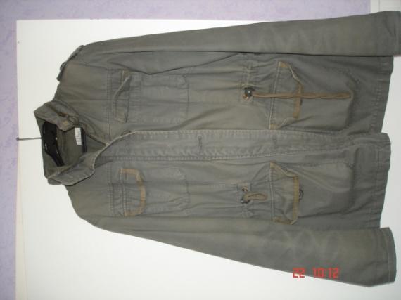 taille 38 :veste MIM  10 €