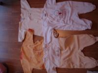 pyjamas 3 mois CADET ROUSSELLE blanc avec lapin brodé 4€ NATALYS beige et jaune clair avec petit dou