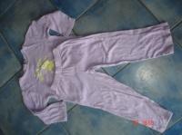 pyjama violet avec dessins phosphorescents 3€