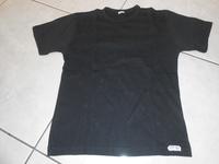 tee shirt noir (petite tache) 1€