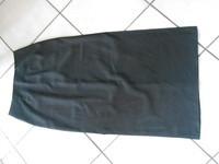 jupe longue noire fendue taille 38    3€