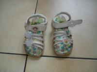 sandalettes DORA pointure23     4 €