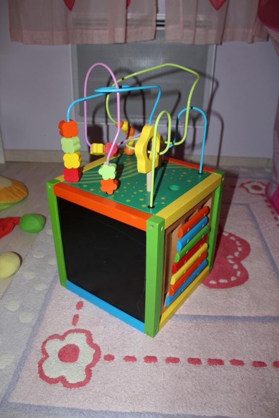 cube d 39 activit fnac veil 25 jeux jouets l 39 armoire. Black Bedroom Furniture Sets. Home Design Ideas