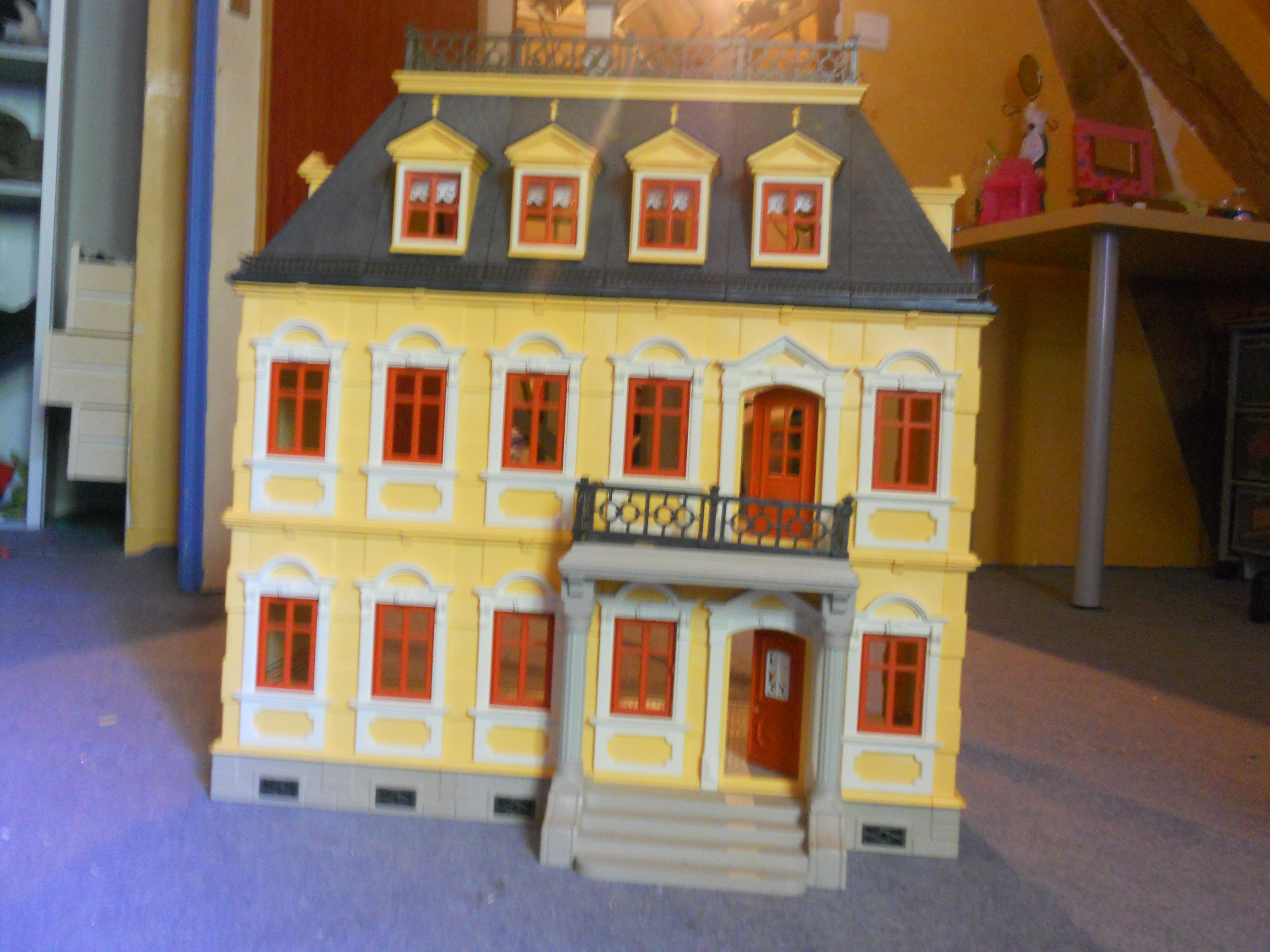 Maison traditionnelle playmobil entierement meubl e for Photos maison playmobil