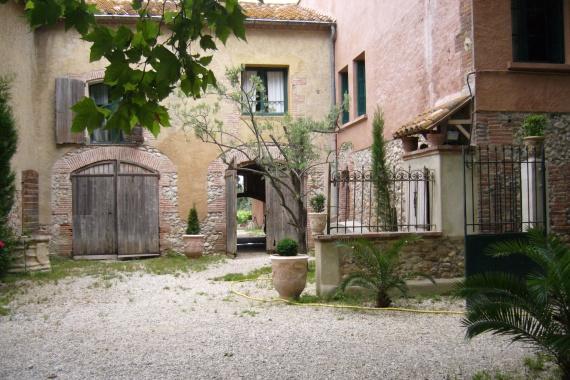 Porte d'entrée depuis parking près des vignes