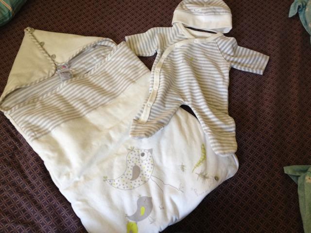 1939aa1a54080 Kit naissance   Première tenue de bébé - Futures mamans - FORUM ...
