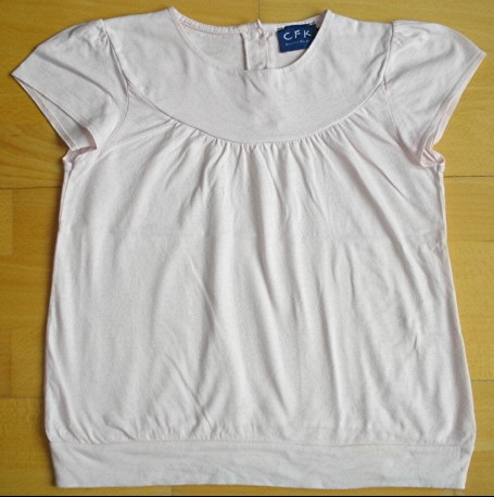 tee-shirt rose pale C.F.K 10 ans : 4 euros.