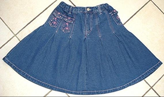jolie jupe qui tourne en jean brodée strass tissaia 10 ans réglable : 5 euros!
