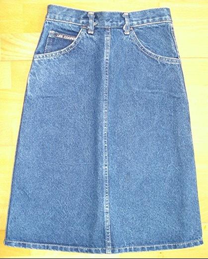 jupe en jean lee cooper 10 ans : 5 euros.