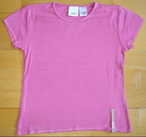 tee-shirt rose fushia 10 ans AWS : 3 euros.