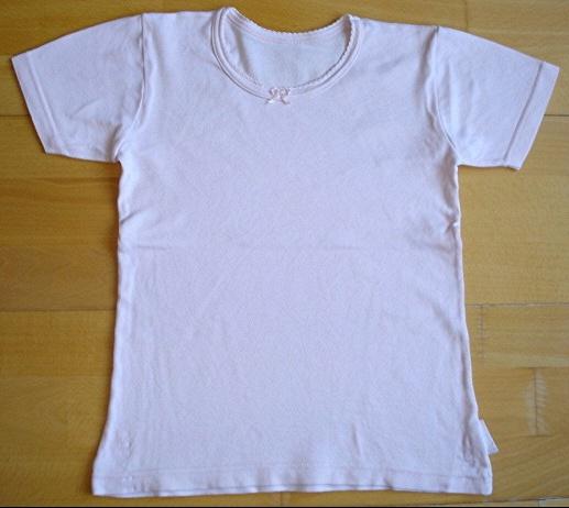 maillot de corps rose 10 ans : 2 euros.