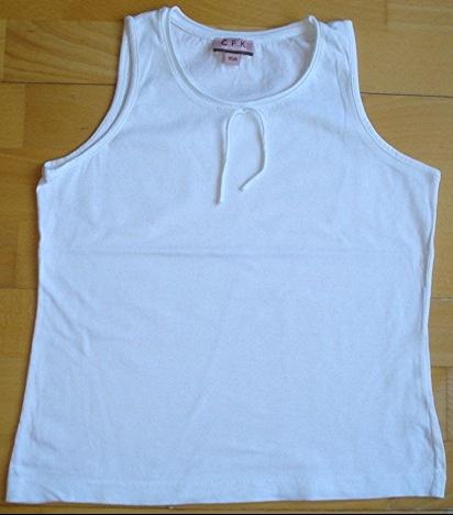 tee-shirt sans manches C.F.K 10 ans blanc porté 1X : 4 euros!