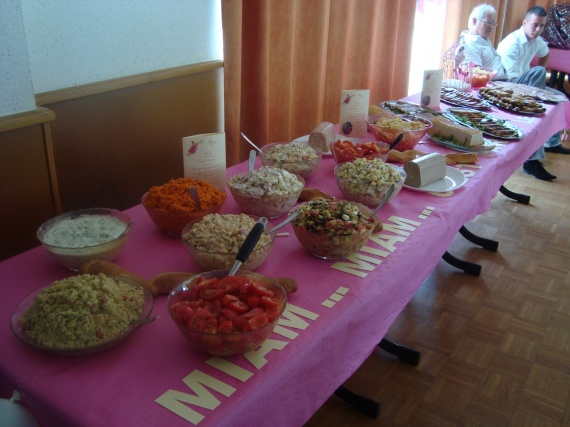 Photos du bapt me de zo th me f e rose et ivoire - Idee presentation buffet froid ...