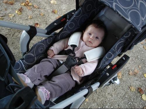 a quel age bebe poussette