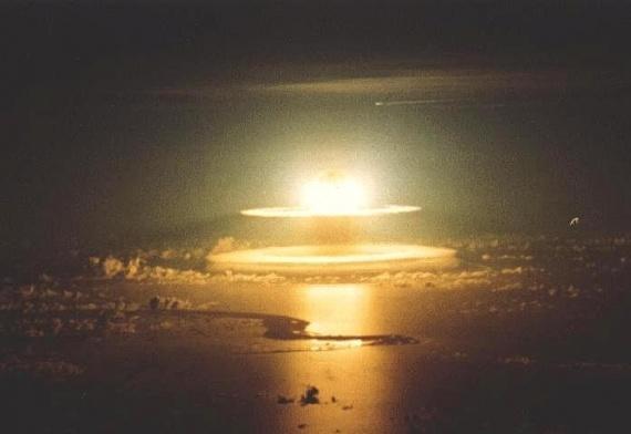 bombe-atomique-mer