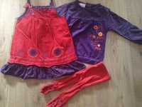 ensemble fille lcdp 18 mois robe rouge tee shirt violet et collant 20€