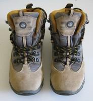 32, chaussures de rando Mac Kinley, 8 euros