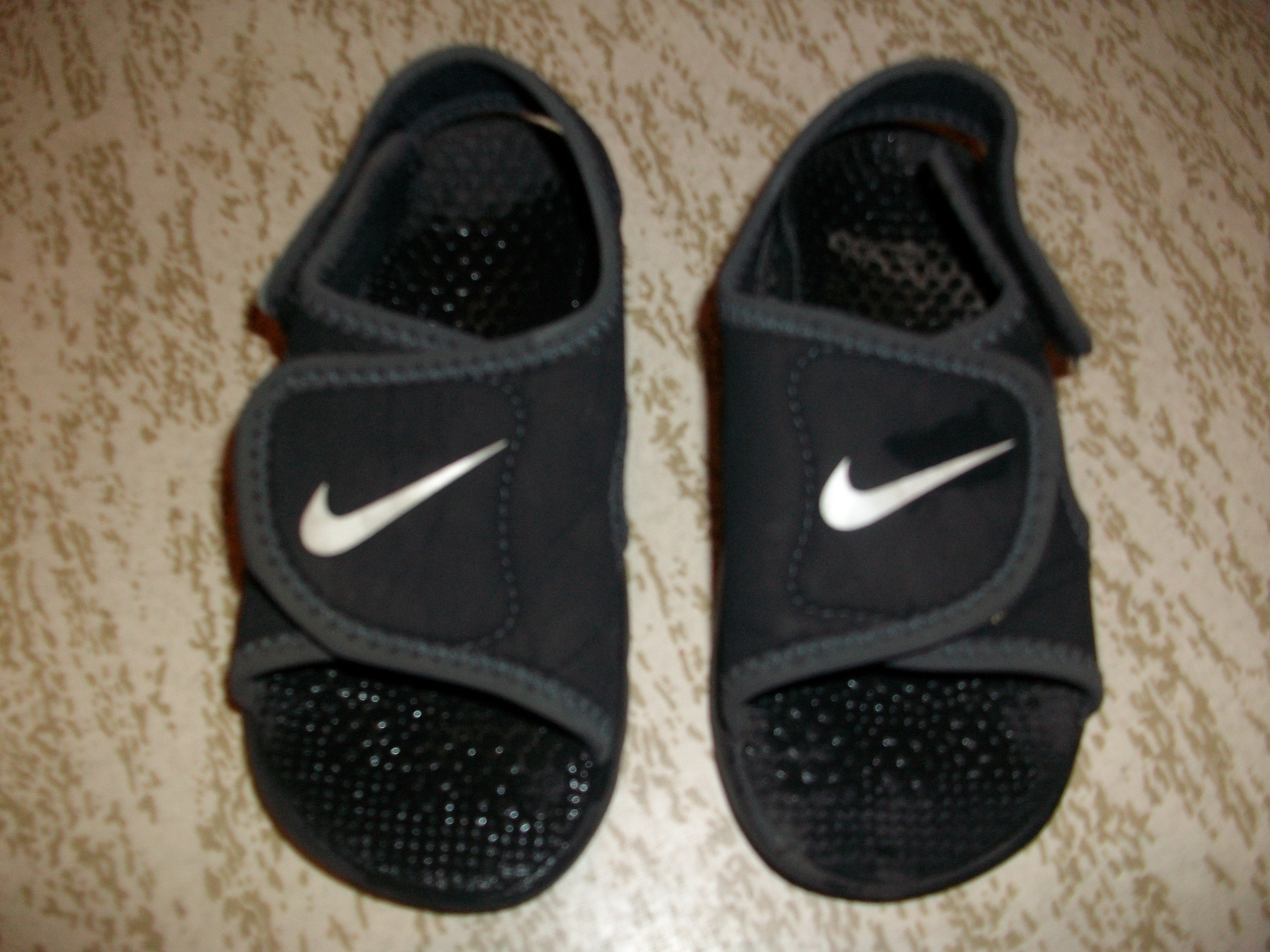 sandales nike pointure 25 chaussures gar on angie59150 photos club doctissimo. Black Bedroom Furniture Sets. Home Design Ideas