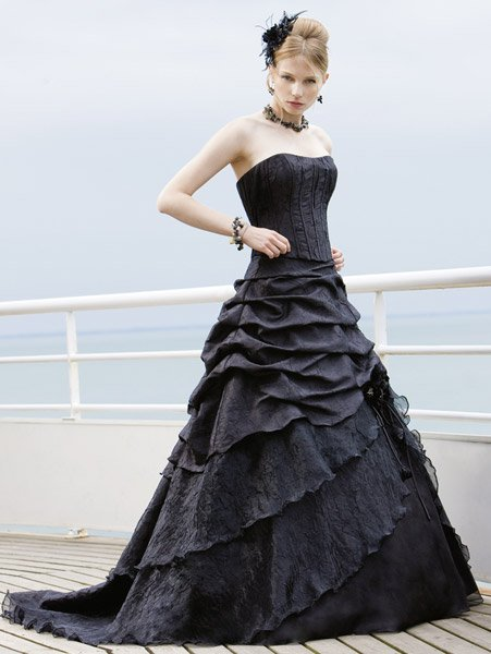 lasso eglantine creation robes de mari e gothiques ou noires mademoiselle o photos club. Black Bedroom Furniture Sets. Home Design Ideas