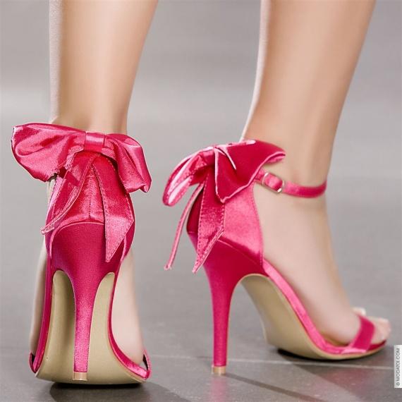 http://b.imdoc.fr/private/1/mariage/mariage-fushia-photographie/photo/7804274780/18100567de3/mariage-fushia-photographie-chaussures-fushia-ceremonie-img.jpg