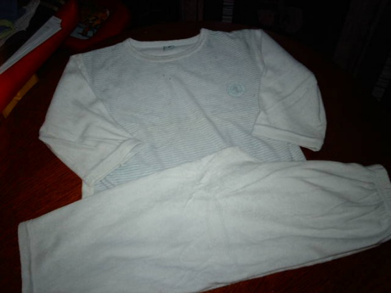 pyjama bleu ciel 4/5ans  1€50