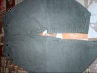 pantalon velours kaki  5 ans donné avec une résa ellanoyatite