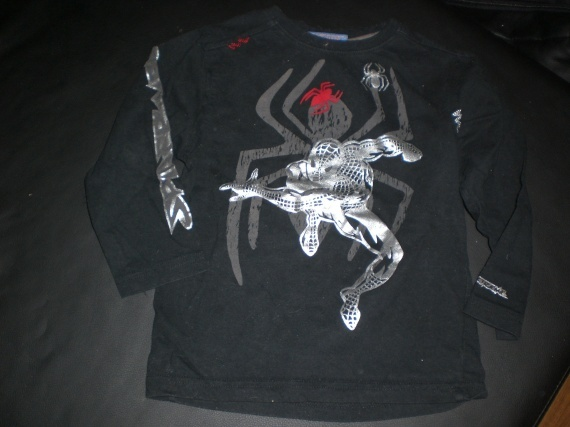 polo ml  spiderman 5 ans(108cm) karinenzolea