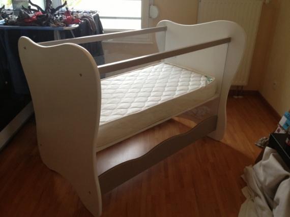 help lit en plexiglas tour de lit ou pas forum libre grossesse et b b forum grossesse. Black Bedroom Furniture Sets. Home Design Ideas