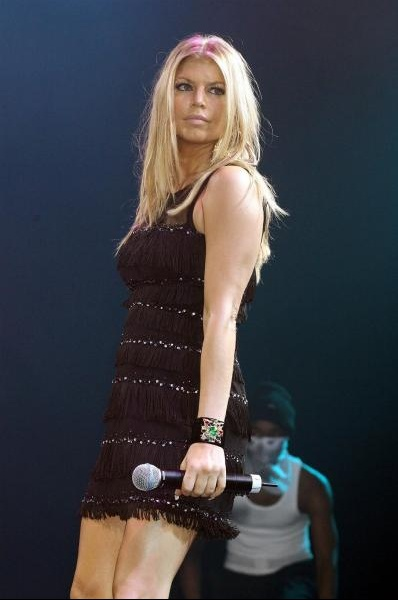 Fergie_performs_at_G-A-Y_8