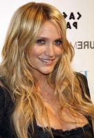 ASHLEE-SIMPSON-BLOND-WAVY_diap