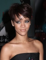 Rihanna_cute_short_sird-swept_hairstyle
