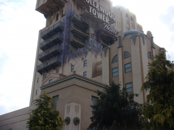 Jeu les photos mysteres - Page 21 Disneyland-tour-terreur-img
