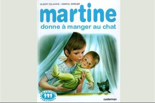 martine donne a manger au chat