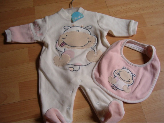 pyjama avec bavoir assorti neuf 4 euros