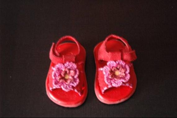 [22] 6m sandales rouges 3€