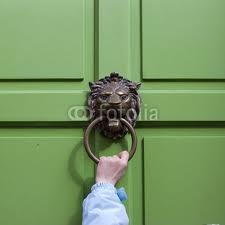 toquer à la porte