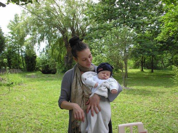 isa et akil sous les arbres du cabanon