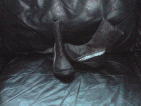 bottes neuves (portés 1 h dans la maison) 12€ pointure 24