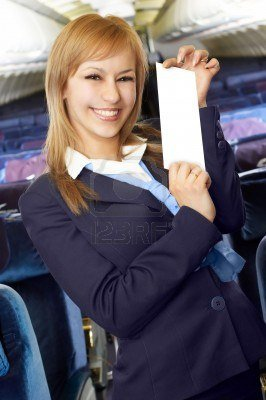792213-hotesse-blonde-d-air-hotesse-dans-la-carlingue-vide-d-avion-de-ligne