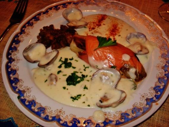 Roulade de saumaon fumé avec son endive braisée sauce aux clovisses