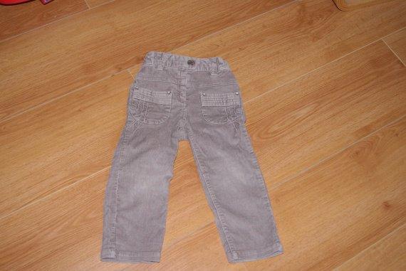 pantalon velours très bon état,2ans,3e
