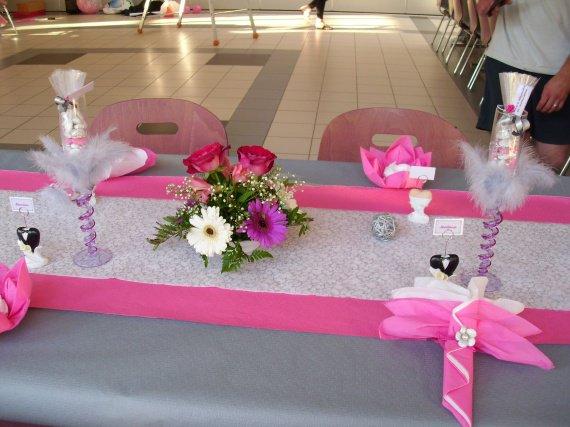 D coration salle de mariage rose fushia et blanc id es et d 39 inspiration sur le mariage for Decoration chambre gris et fushia