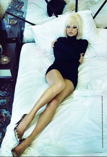 1408_20560860_kate_moss_05_H011307_L
