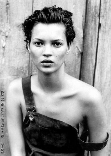 1408_404000_kate_moss_078_H130304_L
