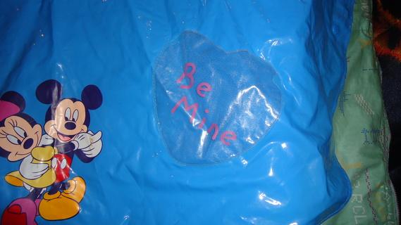 DSC00155 cape plastique bleu mickey-minnie