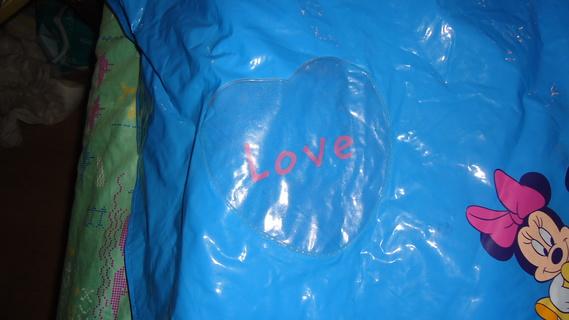 DSC00156 cape plastique bleu mickey-minnie