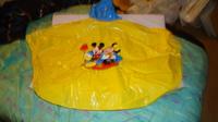 DSC00164 cape plastique jaune mickey-minnie
