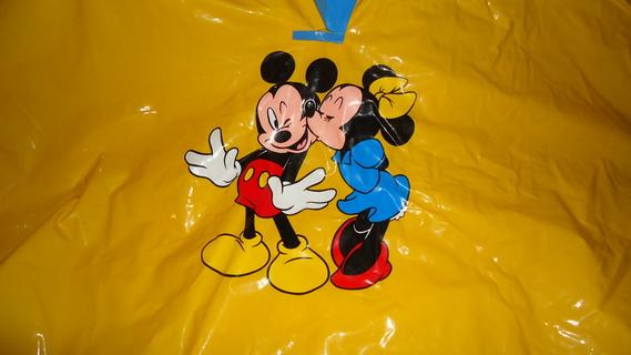 DSC00162 cape plastique jaune mickey-minnie