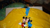 DSC00163 cape plastique jaune mickey-minnie